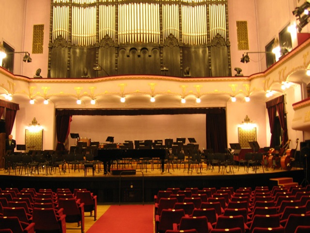 George Enescu nevét adná a Kultúrpalota nagytermének egy szenátor