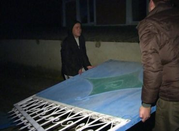 Fiatalok ellen folyik kivizsgálás, mert vízkeresztkor régi szokás szerint elvitték egy asszony kapuját