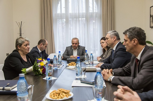 A Maros megyei önkormányzatok képviselőivel találkozott Sevil Shhaideh miniszterelnök-helyettes