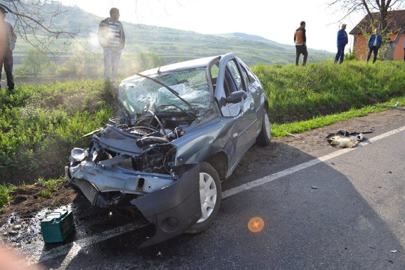 Hat személy megsérült, miután egy személygépkocsi ütközött egy autóbusszal Marosvásárhely közelében