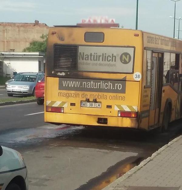 Menet közben kigyulladt egy utasokat szállító autóbusz Marosvásárhelyen