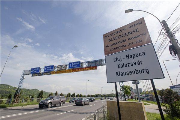 Kikerült Kolozsvár határába az első román-magyar-német helységnévtábla