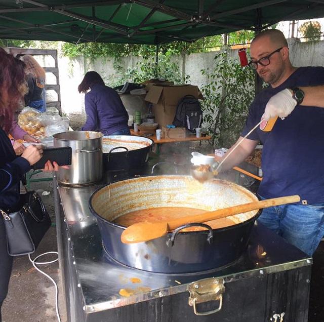 Székely hot-dog, sajtfélék és lángos a bukaresti Ozosep vásáron