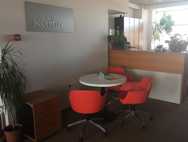"""A """"Petru Maior"""" Egyetem tíz diákja részesül az Accenture által felkínált kutatási ösztöndíjban"""