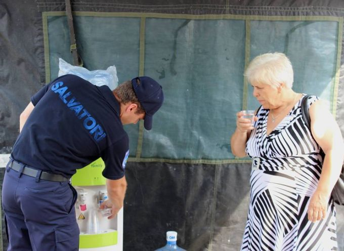 """""""Egy pohár víz fogyasztása javasolt minden 15-20 percben"""" - egészségügyi miniszter tanácsa kánikula idejére"""