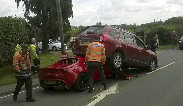 Dacia Logan törte ripityára az 50.000 eurós autót