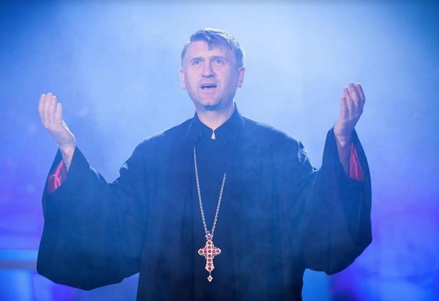 Szexuális szolgáltatások elfogadását erőltette kiskorúra a híres ortodox plébános