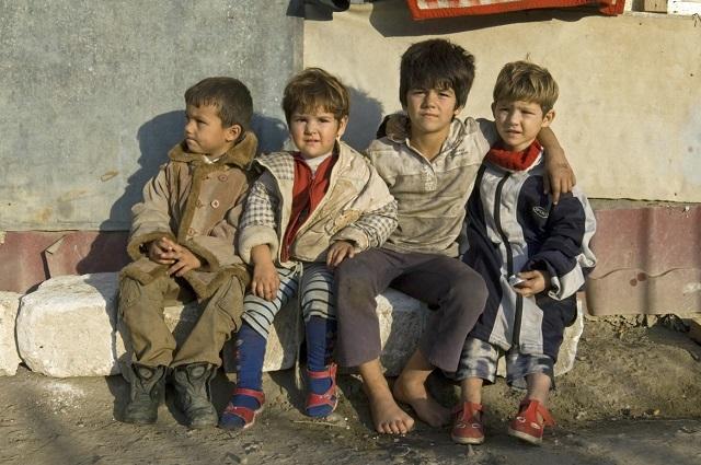A 6 évesnél kisebb romániai gyerekek 33%-a súlyos anyagi nélkülözésben él