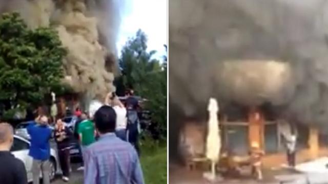 Lángba borult egy vendéglő Marosvásárhelyen, tízemeletes tömbházat kellett kiüríteni