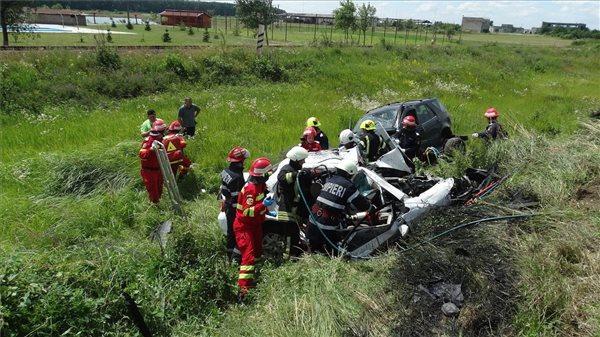 Egy magyar rendszámú személyautó karambolozott Romániában, mind a négy utasa meghalt
