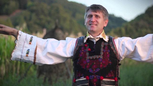 Sztárként rajongtak a papi tevékenységtől örökre eltiltott Cristian Pomohaciért a zsinnai fesztiváon