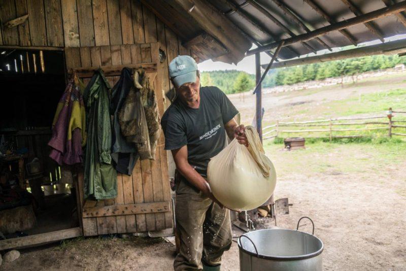 Nomádként élő székely pásztorok a csíksomlyói hegynyeregben