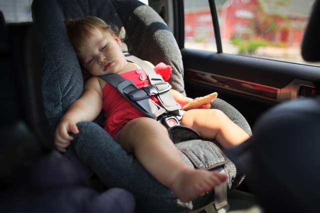 Katasztrófavédelem: Visszatért a kánikula, ne hagyják a gyermekeket magukra az autóban!