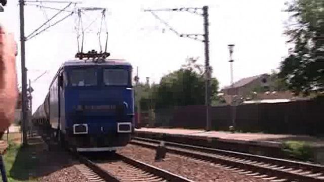 Három gyerekkel ugrott a vonat elé egy fiatal anyuka
