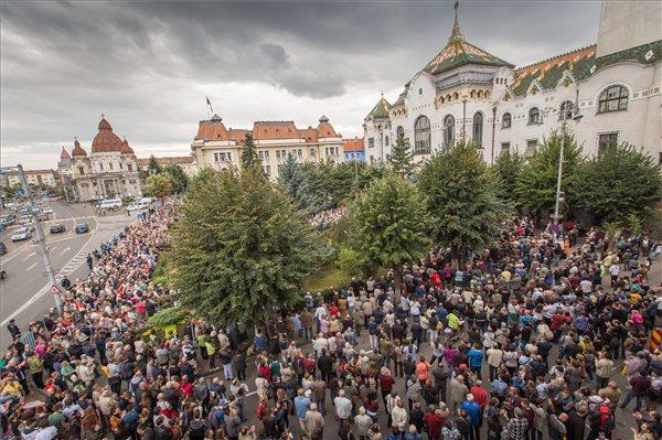 Több ezren tüntettek a Római Katolikus Gimnázium védelmében Marosvásárhelyen