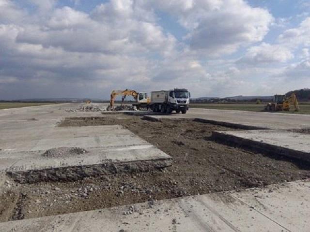 Megkezdődtek a munkálatok a marosvásárhelyi repülőtéren