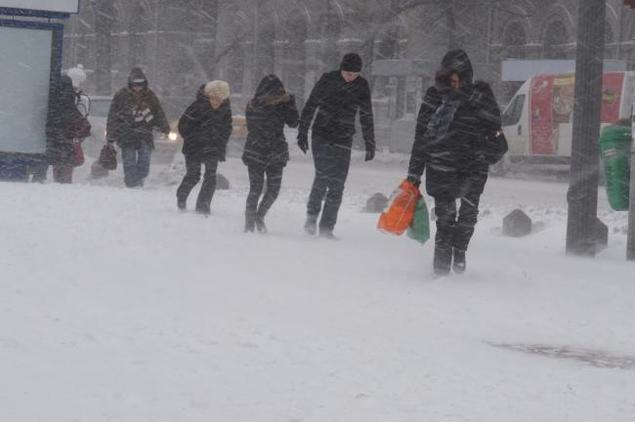Kedd estétől erős hóviharra és havazásra kell felkészülni