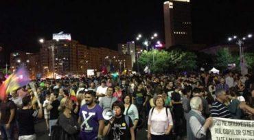 Több ezren tiltakoznak Bukarestben az igazságügyi törvények módosítása ellen