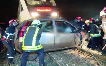 Életét vesztette egy férfi Vidrátszegen, amikor gépkocsiját elgázolt a vonat