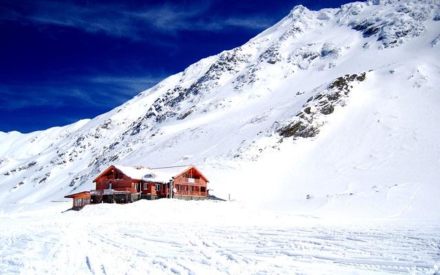 Magas fokozatú lavinaveszély a Fogarasi-havasokban; egy méternél is vastagabb a hóréteg
