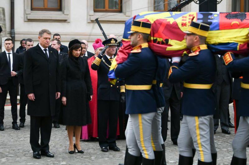 Klaus Iohannis: Megható az emberek által a király iránt kinyilvánított szeretet