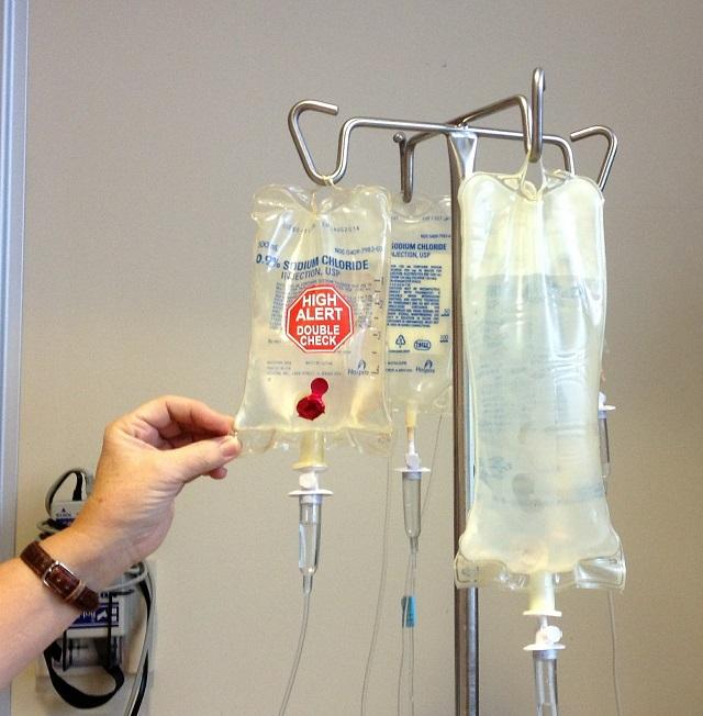 Megtagadták a szülők egy rákbeteg kislány kezelését, bírósági döntés révén került kórházba