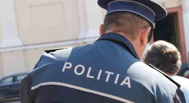 Hatósági felügyelet alatt védekezhet az a gépkocsivezető,akinek autójára rálőttek pénteken a rendőrök,de egy járókelőt sebesítettek meg