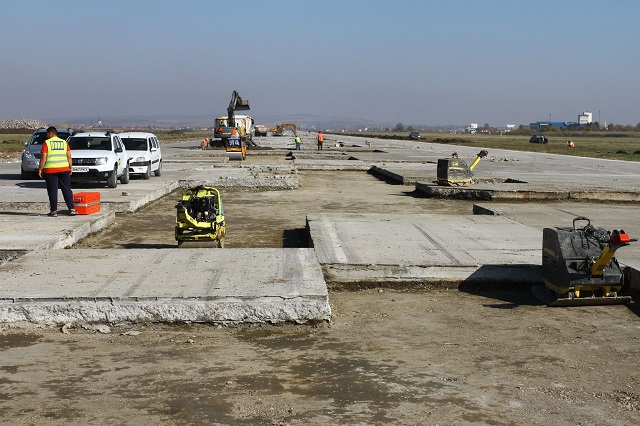 Felfüggesztette a munkálatokat a marosvásárhelyi repülőtéren a kivitelező cég