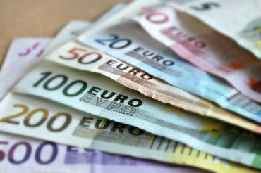 Újabb történelmi mélypontra süllyedt a lej az euróhoz képest