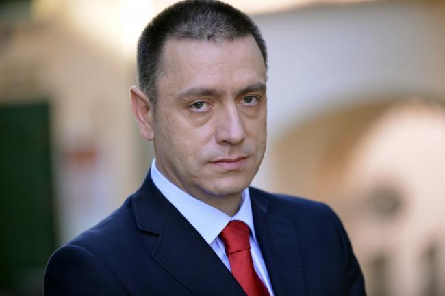 Iohannis a védelmi minisztert nevezte ki ügyvivő miniszterelnöknek