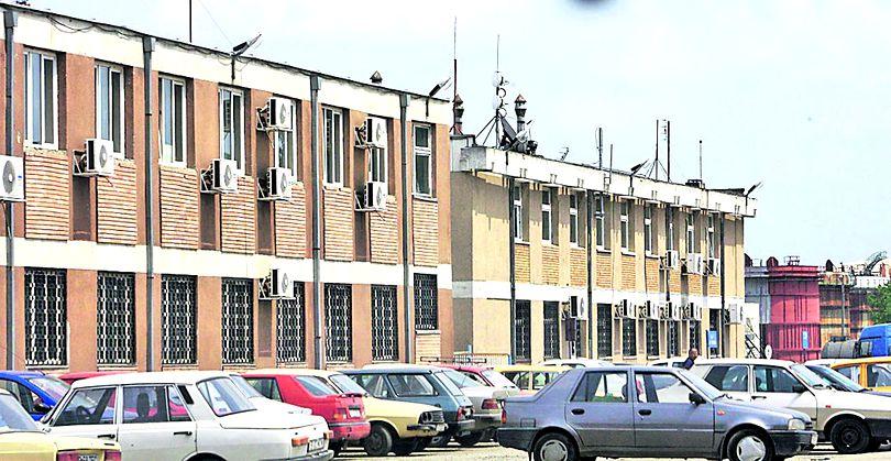 Négy személyt előzetes letartóztatásba, négyet házi őrizetbe helyeztek a rahovai börtönkórház alkalmazottjai közül