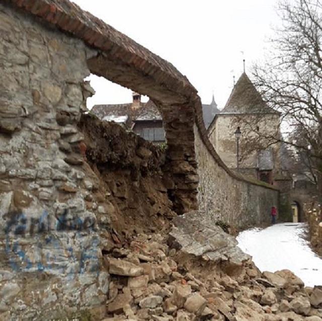 Segesvár polgármestere: A várfal további tíz méteres szakasza veszélyeztetett