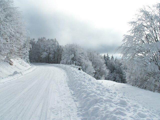 Hóvihar miatt lezárták az utat Bálványos és a Szent Anna-tó között