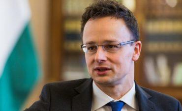 Szijjártó Marosvásárhelyen: Budapestet Kolozsvárral összekötő gyorsvasút megépítéséről tárgyalunk Románia kormányával