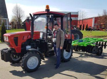 Megérkeztek az első mezőgazdasági gépek Maros megyébe a mezőségi gazdákhoz