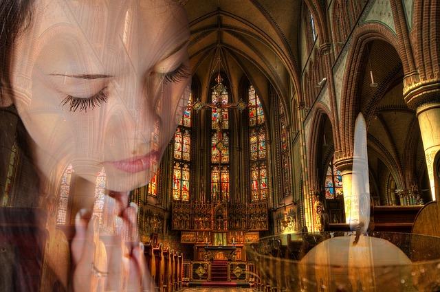 A lakosság 95%-a hisz Istenben, de csak 21%-a jár hetente templomba