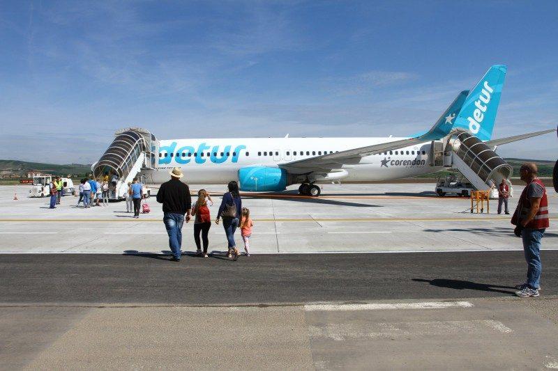Leszállt az első repülőgép a felújított marosvásárhelyi repülőtéren