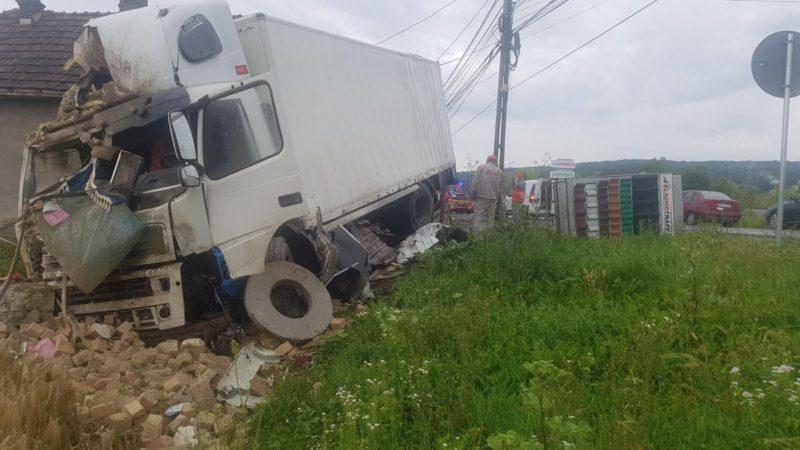 Háznak csapódott egy kamion; egy három hónapos csecsemő megsérült