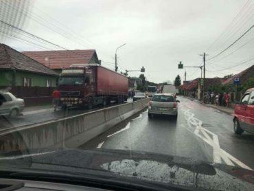 5 autóba rohant egy kamion a marosszentgyörgyi polgármesteri hivatal előtt