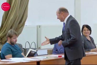 Nem fogott kezet sem Dragneaval sem Băsescuval egy szavazóbiztos